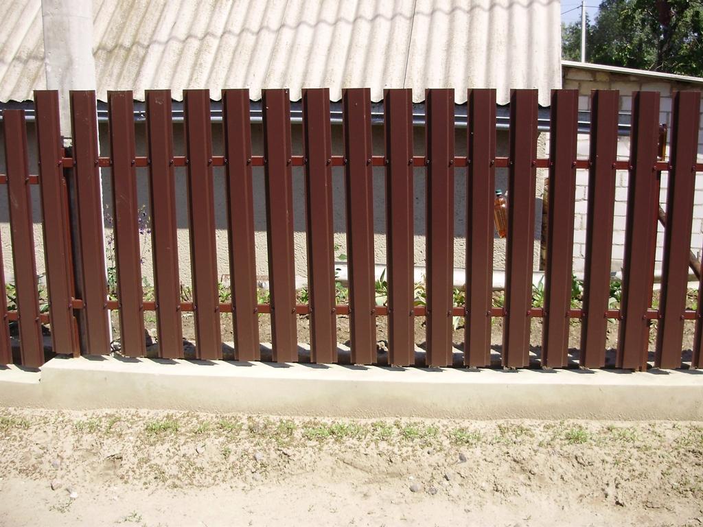 Как установить забор из металлоштакетника своими руками фото 228